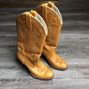 Dingo Leather Cowboy Boots In Camel